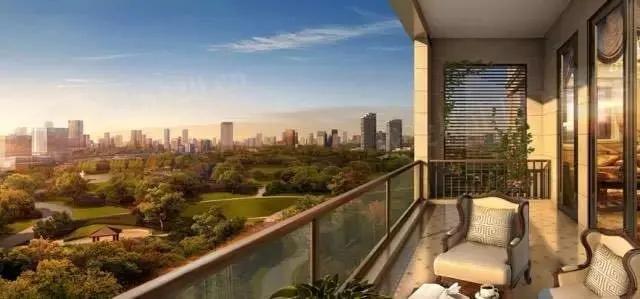彰泰红汲取新亚洲风格建筑精髓,配比新加坡主题园林风情万种色彩浓郁,相映成趣。星级酒店大堂设计,配备恒温泳池、健康会所等。空中别墅筑造阔绰平层、一梯一户布局,纯正南北朝向,270°三面采光,形成更好的通风采光环境,为城市精英阶层呈现高端、完美的城市平层住宅产品。