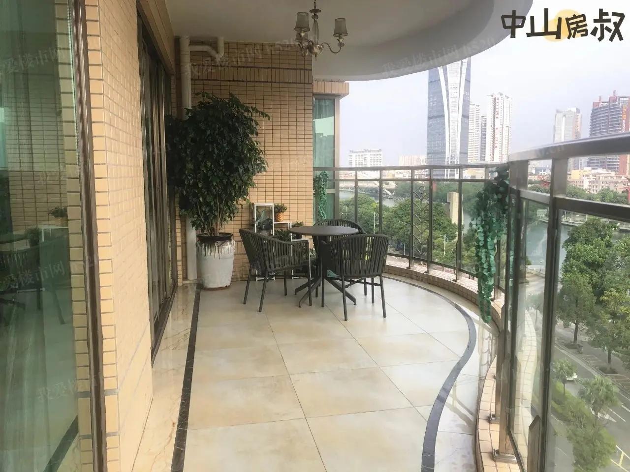 天明海怡湾弧形大阳台